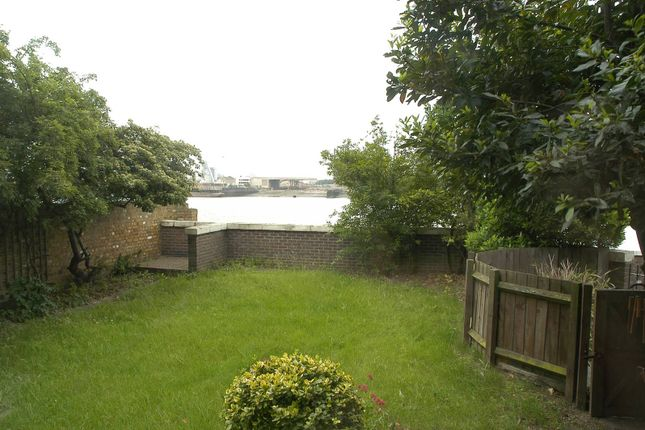 Thumbnail Property to rent in Mariners Mews, Isle Of Dogs, London