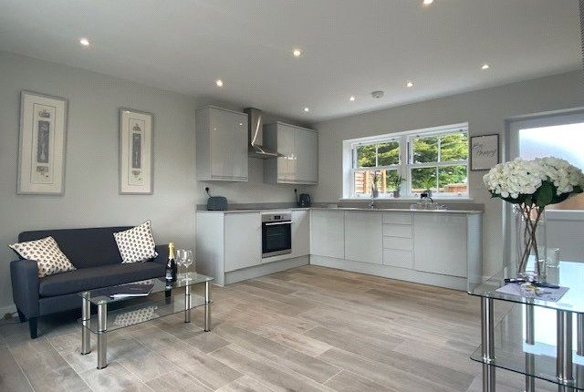 1 bed mews house for sale in Claremont Road, West Byfleet, Surrey KT14