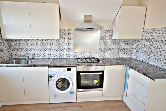 Thumbnail Flat to rent in Farnham Road, Slough