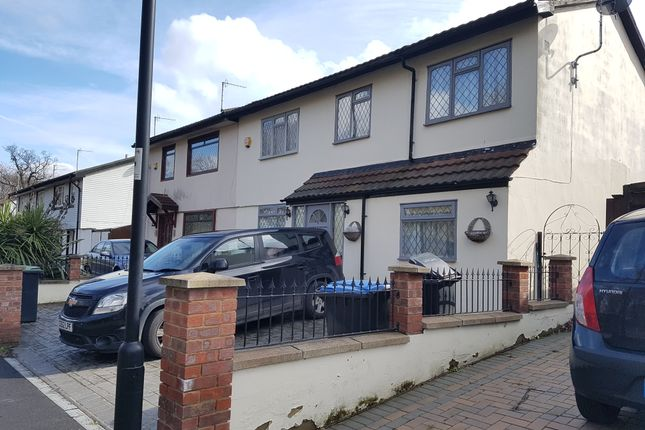 Thumbnail Semi-detached house to rent in Glenbrook South, Enfield