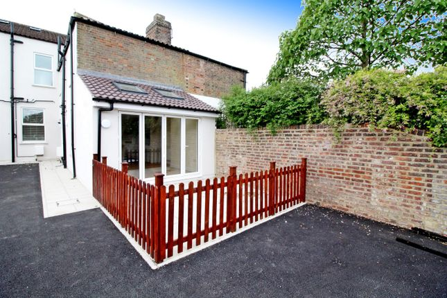 Thumbnail Flat for sale in New Road, Leighton Buzzard