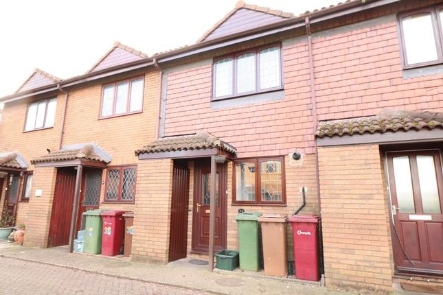 Thumbnail Terraced house to rent in Mackender Court, Scunthorpe