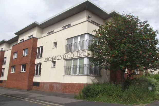 3 bed flat to rent in Richmond Court, Salford