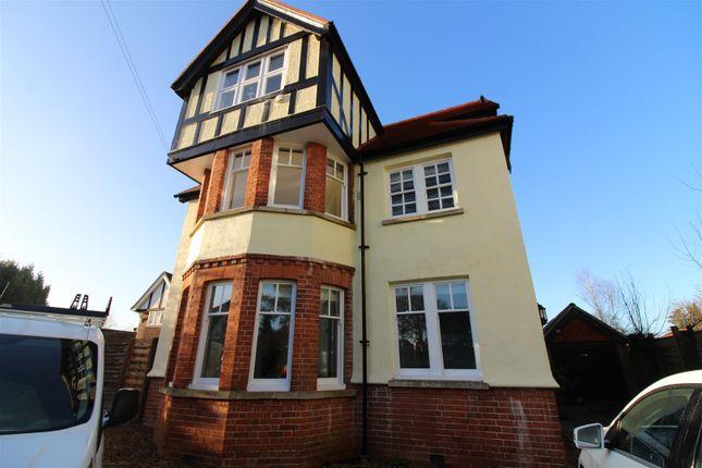 Thumbnail Flat to rent in Woodcote Road, Caversham, Reading