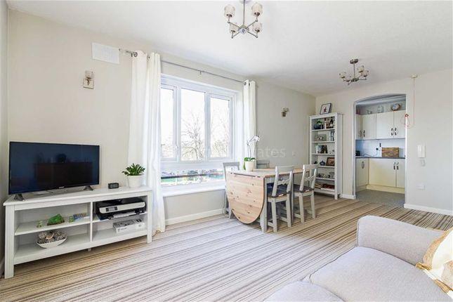 Thumbnail Flat for sale in Oak Lodge, Wanstead, London