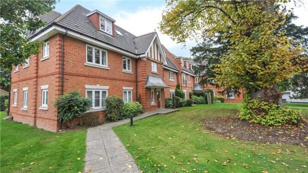 Thumbnail Flat for sale in Oxfordshire Place, Warfield, Bracknell