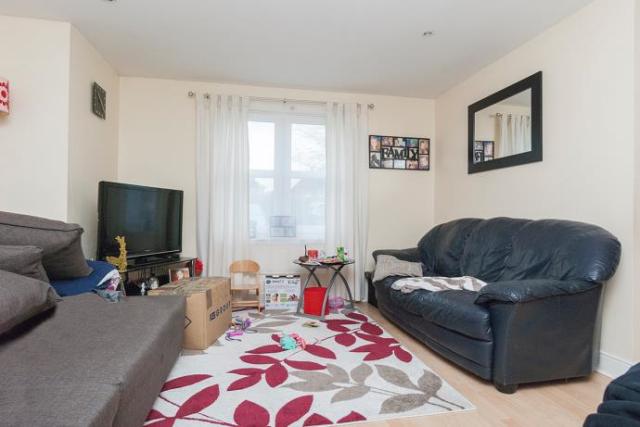 Thumbnail Flat to rent in West Fairbrae Drive, Edinburgh EH11,