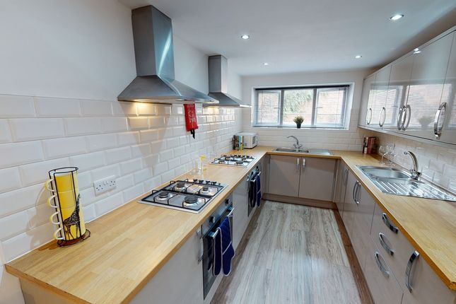 Thumbnail Shared accommodation to rent in Montgomerie Road, Southsea