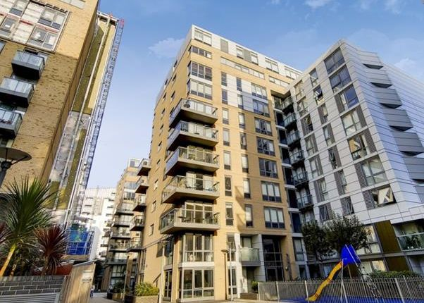 2 bed flat to rent in Dowells Street, London SE10