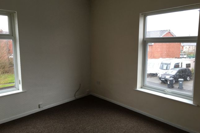 Thumbnail Flat to rent in Moss Lane, Platt Bridge