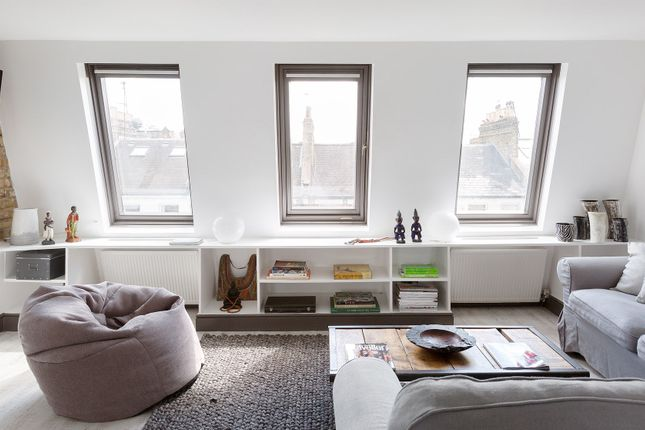 Thumbnail Triplex to rent in Tournay Road, London