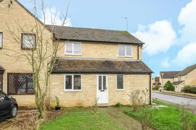 3 bed semi-detached house for sale in Oxlease, Witney