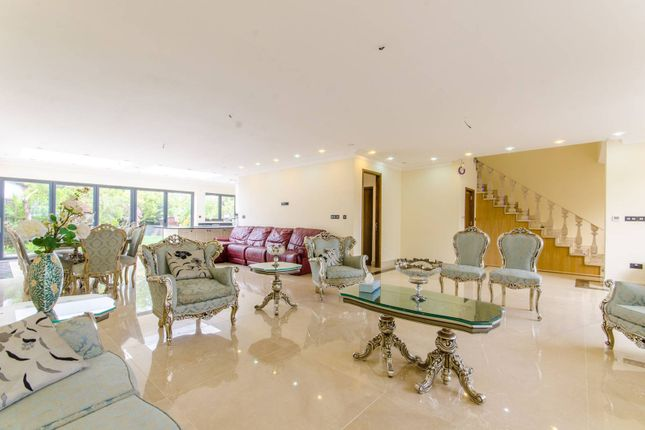 Thumbnail Property to rent in Croft Close, Mill Hill, London