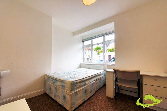 Thumbnail Shared accommodation to rent in Milner Road, Brighton