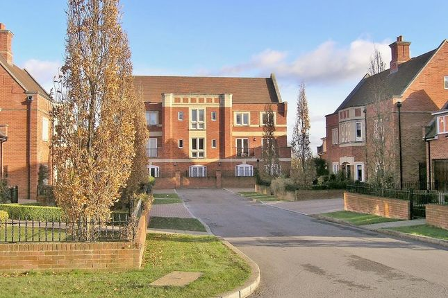 Thumbnail Flat for sale in Abbey Gardens, Upper Woolhampton, Reading