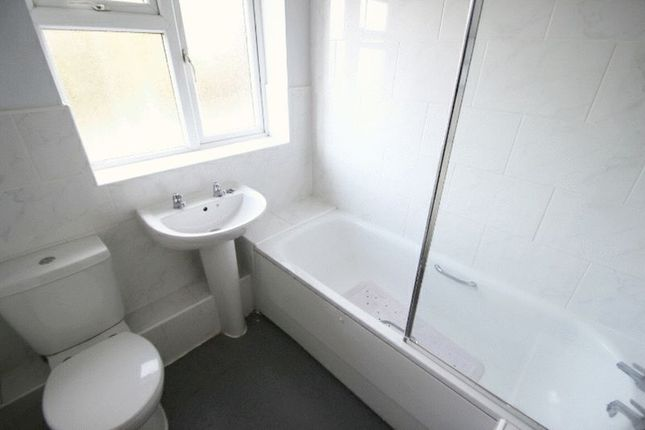 Family Bathroom of Hassam Parade, Newcastle-Under-Lyme ST5