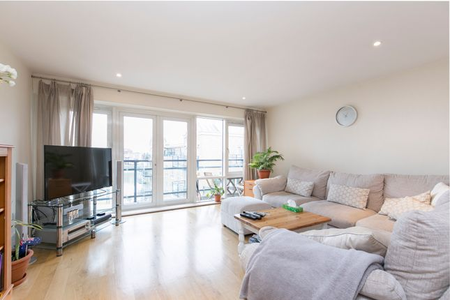 2 bed flat for sale in Brewhouse Lane, London