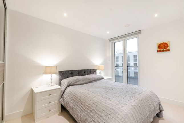 Thumbnail Flat to rent in Chiswick High Road, Hounslow, London