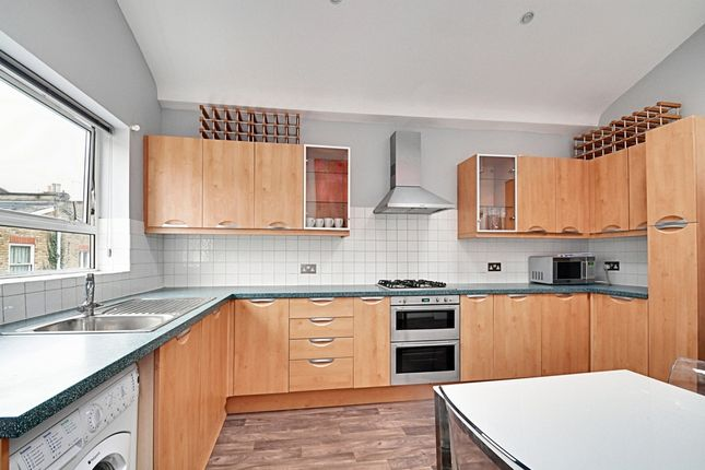 3 bed maisonette to rent in Wardo Avenue, Fulham