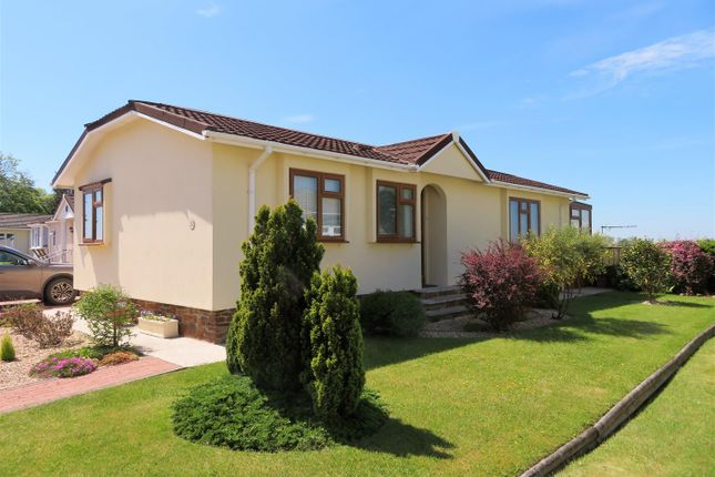 2 bed mobile/park home for sale in Springfield, Four Seasons Village, Winkleigh EX19