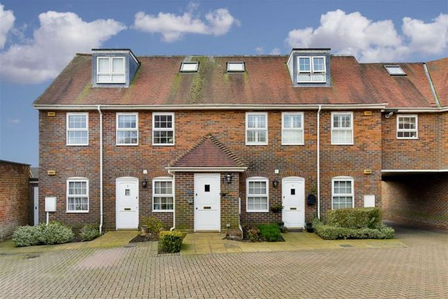 Thumbnail 2 bed maisonette for sale in Yeoman Court, Tadworth, Surrey