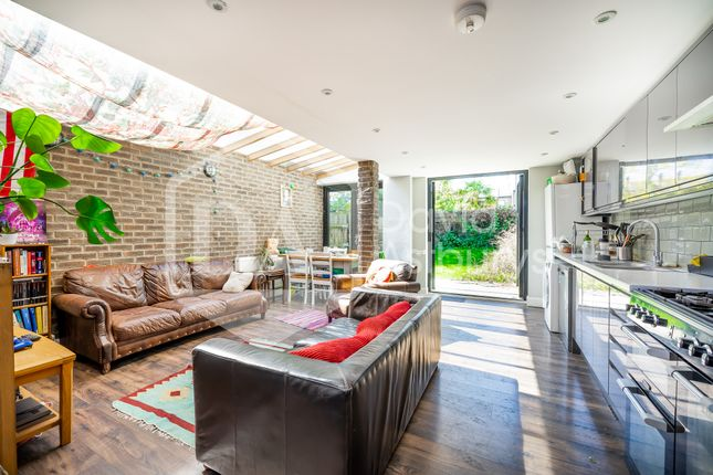 Thumbnail Terraced house to rent in Stapleton Hall Road, Stroud Green Finsbury Park, London