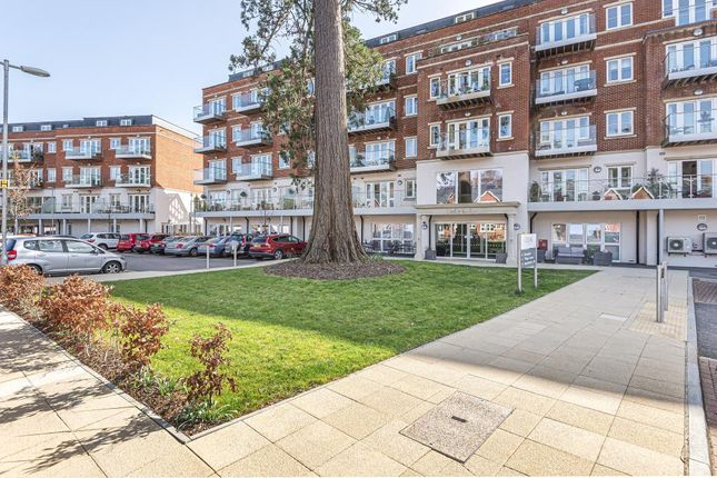 Thumbnail Flat for sale in Sunninghill, Berkshire