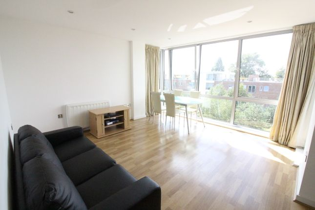 Thumbnail Flat to rent in Cross Street, Portsmouth