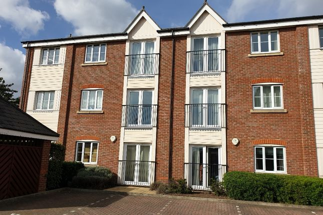 Flat to rent in Dextor Close, Canterbury