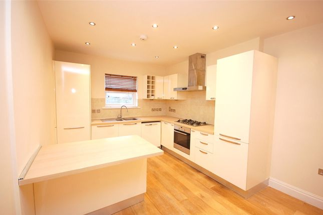 2 bed flat for sale in Squires Lane, Finchley, London