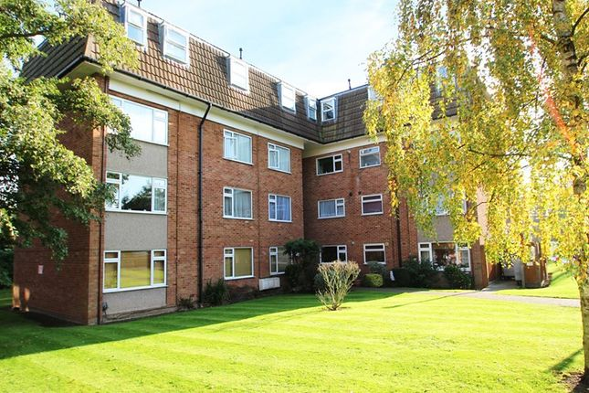 Thumbnail Flat to rent in Lambs Close, Cuffley, Hertfordshire