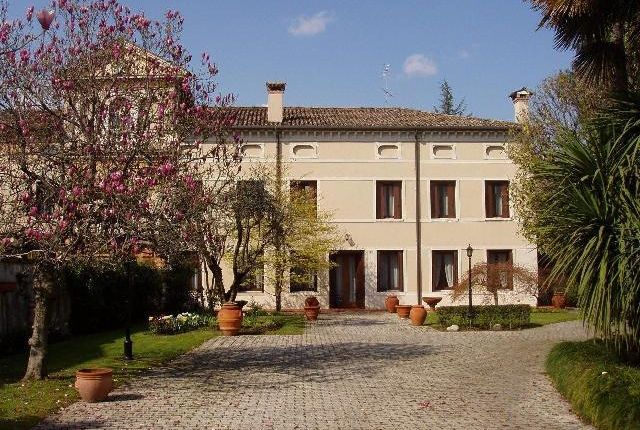 8 bed property for sale in Period Villa, Montebelluna, Veneto