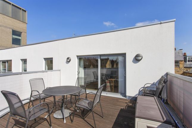 Flat for sale in Worple Road Mews, Wimbledon