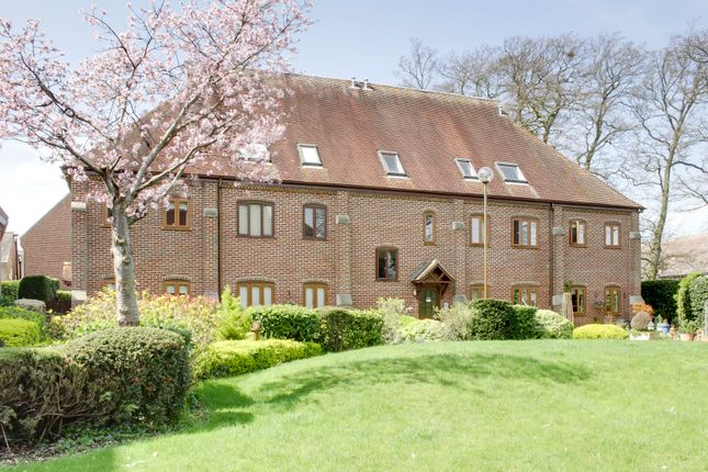 2 bed flat to rent in Rampley Lane, Little Paxton, St. Neots PE19