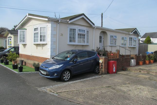 Thumbnail Mobile/park home for sale in Devon Close (Ref 5868), College Town, Sandhurst, Berkshire