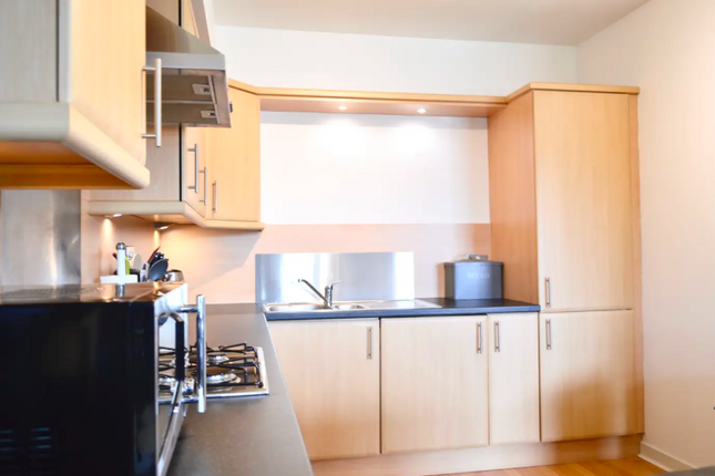 Thumbnail Flat to rent in New Mart Place, Edinburgh