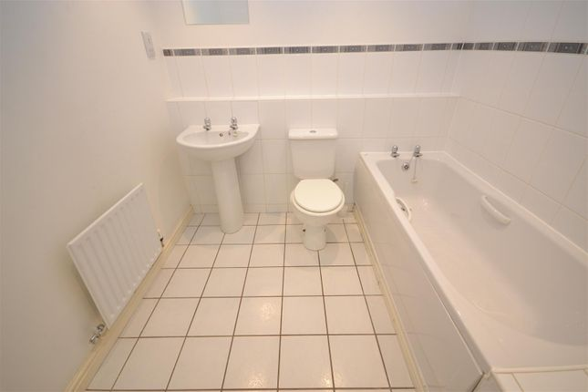 Bathroom of Longfellow Road, Poets Corner, Coventry CV2