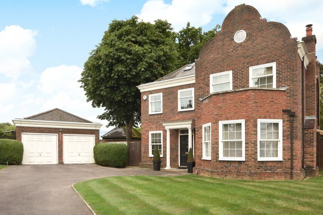 Thumbnail Detached house for sale in Devonshire Park, Reading