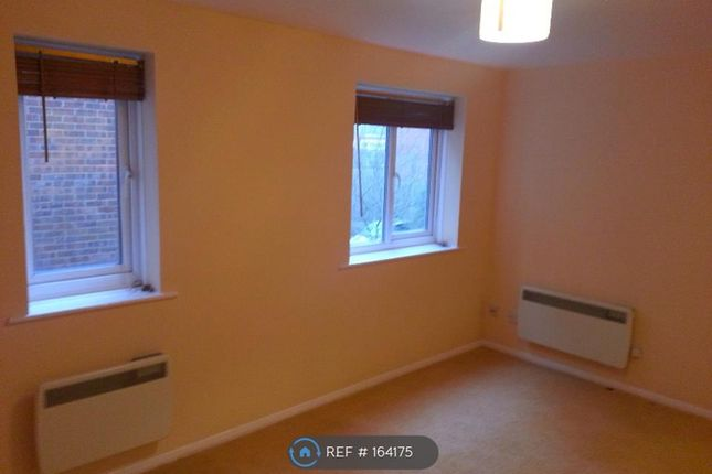 Thumbnail Studio to rent in Haysman Close, Letchworth Garden City