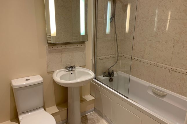 1 bed flat to rent in Balmoral Place, Halifax HX1