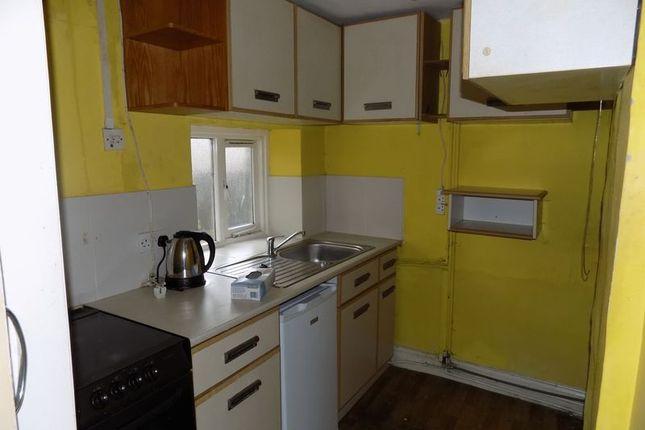 Kitchen of Farside Green, Bradford BD5