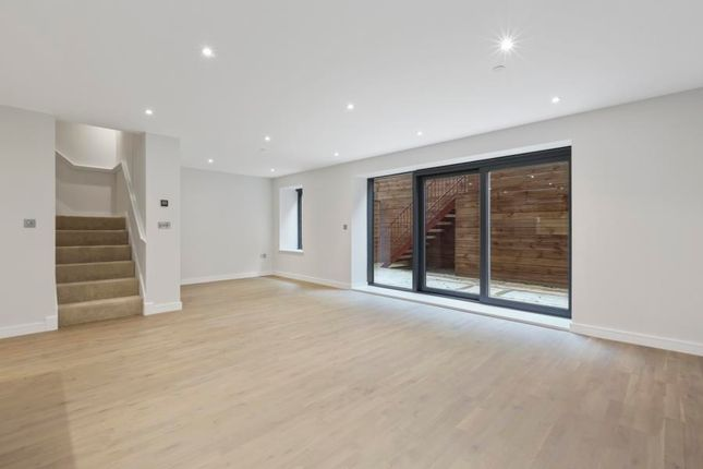 Thumbnail Flat to rent in Viridium House, Finchley Road