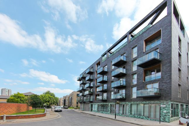 3 bed flat for sale in Haven Way, London