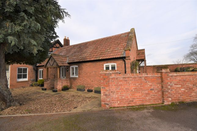 Thumbnail Bungalow for sale in Stable Cottage Westham Lane, Barford, Warwick