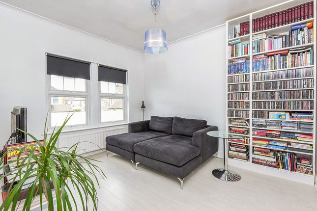 Thumbnail Flat for sale in Brunswick Grove, London
