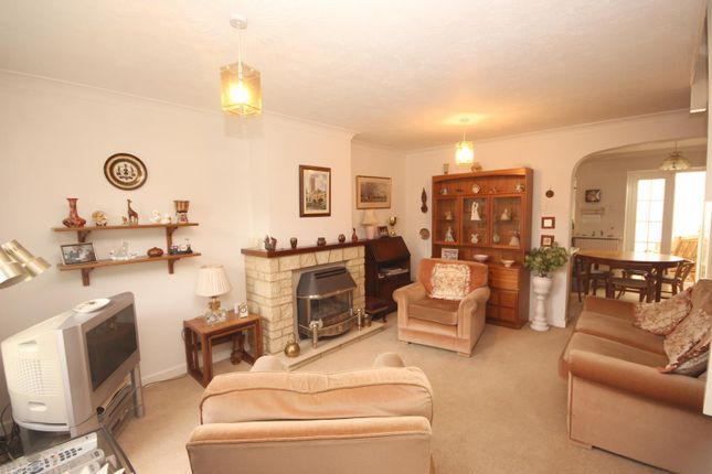 Picture No. 4 of Jacobs Close, Witney, Oxon OX28