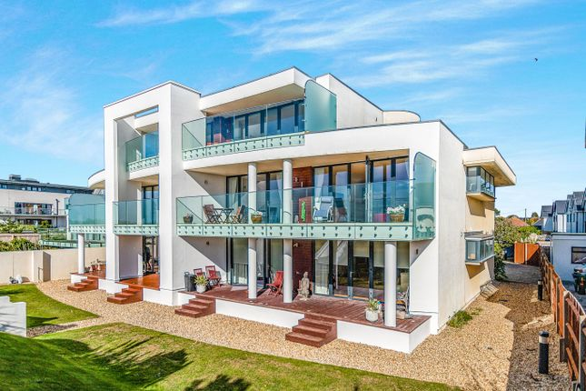 Thumbnail Penthouse to rent in Eirene Road, Goring-By-Sea, Worthing