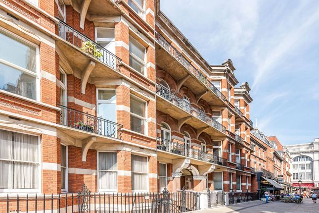 Flat for sale in Kensington Court, Kensington