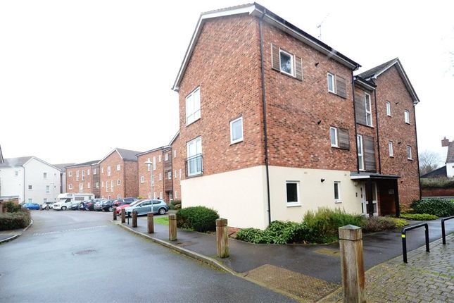 Thumbnail Flat for sale in Hampden Crescent, Bracknell, Berkshire