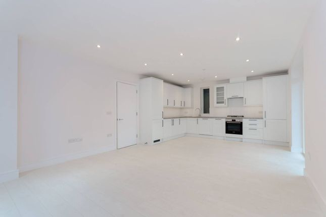 Thumbnail Flat to rent in Downsview Road, Upper Norwood, London